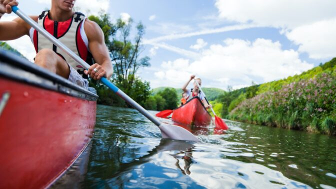 Tipy na skvělé prázdniny u vody. Vyzkoušejte nové sporty