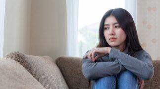 Laura (30): Až po smrti matky jsem se dozvěděla, že moji sestru nesnášela. Váhám, zdali to sestře říct