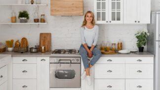 Kuchyň jako ze škatulky: 7 jednoduchých pravidel pro pořádek v zásuvkách a skříňkách