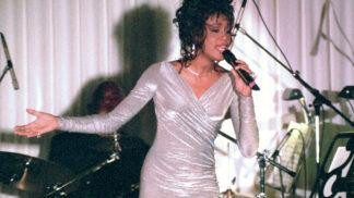 Smutný osud Whitney Houston. V mládí ji zneužívala sestřenice, dvakrát potratila a bil ji manžel