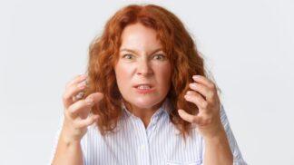Alena (53): Matka se ani ve vyšším věku nestydí vodit mě za nos. Podvádí i v maličkosti