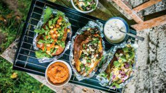Grilování v babím létě: Batát na grilu se špenátem a odlehčenou tatarkou