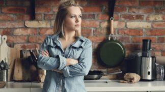 Klára (31): Našla jsem si po mateřské velmi dobře placenou práci. Manžel žárlí a úspěch mi nepřeje