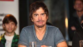 Miláček žen Sagvan Tofi slaví 56: K herectví ho přivedla porucha chování