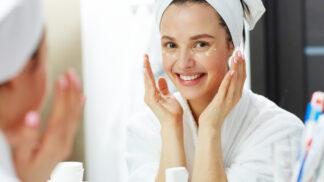 Suchá pleť ani vlasy nejsou krásné: 4 kroky, které jim vrátí pružnost i jiskru