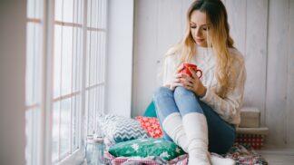 Žhavý hit podzimní sezóny: Nejlepší pletené deky a polštáře