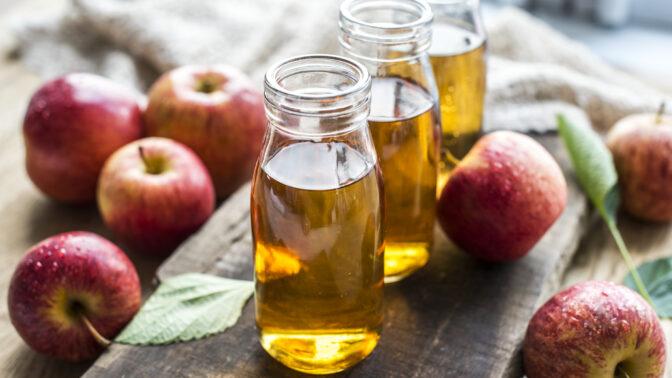 Jablečný ocet: 7 vědecky potvrzených účinků. Stop ukládání tuků i tvorbě lupů