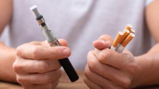Alternativy táhnou kuřáky pořád víc. Češi přechodem na zahřívaný tabák a e-cigarety řeší zákaz ochucených cigaret