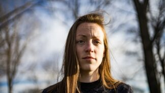 Anna (22): Zapomněla jsem na kulaté narozeniny své matky, od té doby se mnou nemluví