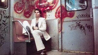43 let od premiéry Horečky sobotní noci: Jak se změnili Travolta a další hrdinové a čím vším si prošli