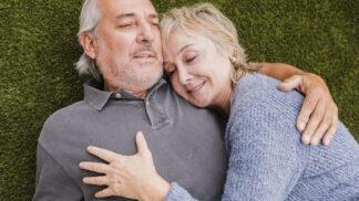 Intimnosti ve vyšším věku přispívají ke šťastnějšímu životu, říká studie