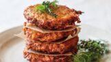 Česká tradiční pochoutka: Recept na bramboráčky hotové raz dva