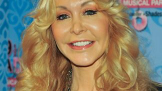 Thumbnail # Dolly Buster: Hvězda erotických filmů s politickými ambicemi…
