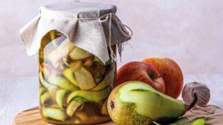 Levné a ze zbytků: Jak si vyrobit domácí ocet z ovocných slupek