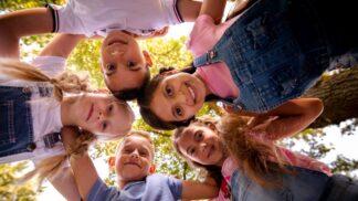 Řád samostatnosti: Kdy svěřit dětem do rukou klíče, mobil a další důležité věci