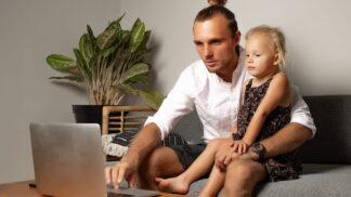 Pavel (35): Dcera má ve školce pana učitele. Chci ji odhlásit, protože manželka je z něj hotová