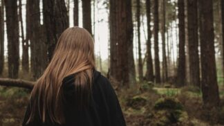 Mirka (31): Nevinná procházka lesem se stala bojem o naše životy. Ovládla nás démonická moc