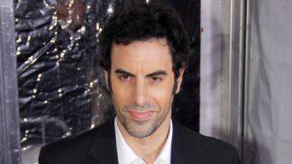 Sacha Baron Cohen slaví 49. narozeniny, a to ve velkém stylu: Borat je zpět, tentokrát však plný tajemství