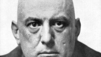 Průkopník tarotu Aleister Crowley: Říkali mu Šelma 666, padlý anděl a nejsprostější člověk na světě