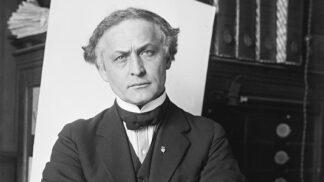 Harry Houdini: Žil v naprosté bídě. První představení předvedl v devíti letech, a navíc v ženském oblečení