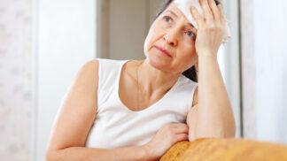Věra (58): Vyčítám si, že jsem syna vychovala špatně. Chová se k ženě hrozně a ona mlčí