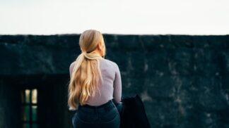 Alžběta (35): Celý život jsem si myslela, že jsem jedináček. Nad hrobem rodičů jsem našla svého bratříčka