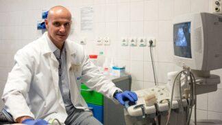 Rakovina prostaty: Dva miliony mužů v ohrožení, každý čtvrtý přijde pozdě, varuje profesor Zachoval