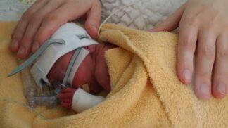 Tesco pomáhá předčasně narozeným dětem