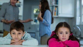 Denisa (34): Manžel učí naše děti jen samé hlouposti. Skoro se stydím s nimi někam jít