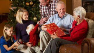 Vánoční dárky pro prarodiče: Čím vykouzlíte babičce a dědečkovi úsměv na rtech?
