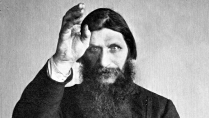 Rasputina otrávili, postřelili a mlátili holí. Zemřel až po vhození do ledové Něvy