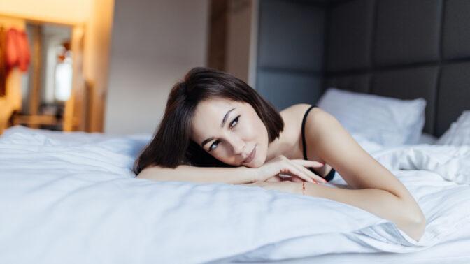 Bára (36): Dokážu se s manželem milovat, jen když myslím na jiné muže. Je to nevěra?