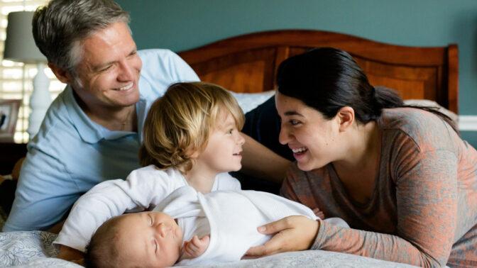 7 principů kontaktního rodičovství: Dopřejte dětem dostatek laskavosti a tělesný kontakt