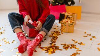 Veselé ponožky jako dárek: Nejvtipnější motivy pro zimu 2020