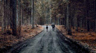 Karel (33): Vzal jsem dceru do lesa a děsil ji, že pokud nepůjde, vezmou si ji čerti. V lese jsme potkali něco, co vylekalo i mě