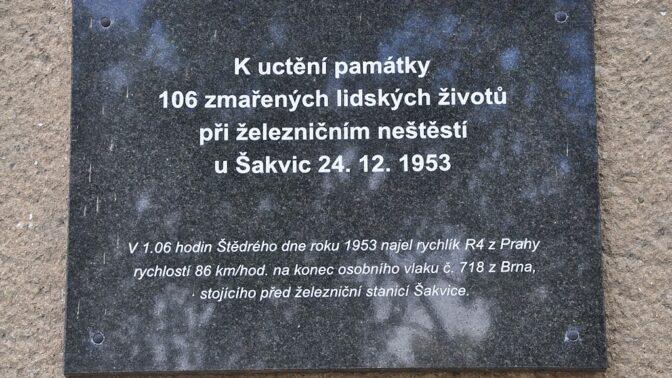 Vánoční tragédie u Šakvic: Opilý strojvedoucí zabil 106 lidí, mrtvé okrádali o hodinky