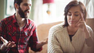 Pavel (45): Nesnáším Vánoce. Tchyně je u nás, manželka z ní šílí a do konce roku není klid