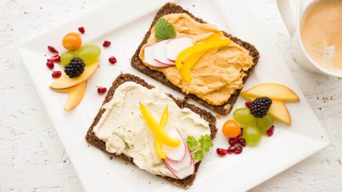 Rychlá studená večeře: Jak na nejchutnější pomazánky ze sýra a tvarohu