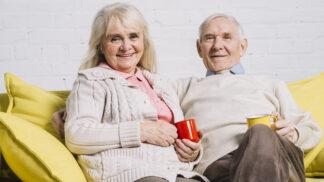 Naďa (66): Měla jsem už po krk samoty, tak jsem pozvala souseda na kávu. Dopadlo to nečekaně