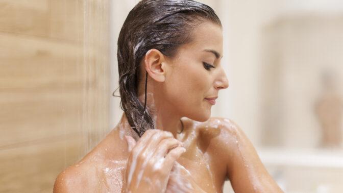 5 důvodů, proč si opravdu musíme mýt vlasy a co při tom nedělat