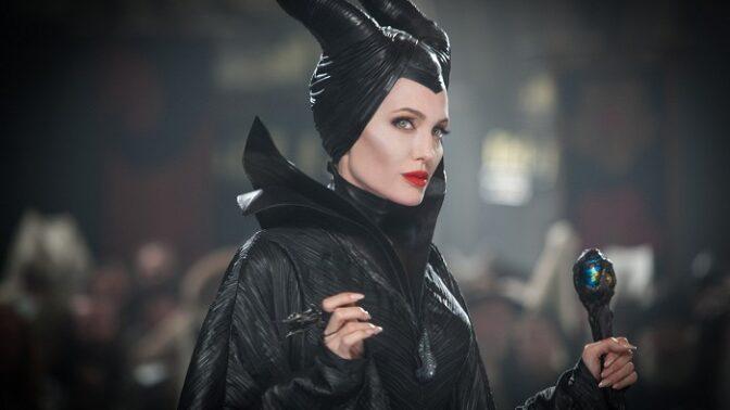 Zloba – Královna černé magie: Angelina Jolie si plní podivný dětský sen v jedné z nejdražších pohádek všech dob