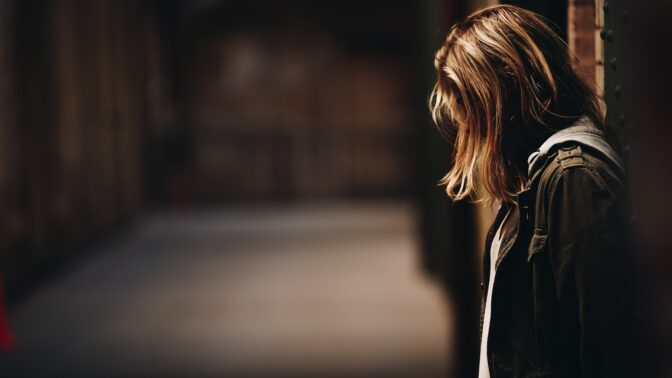 Tereza (27): Vlastní bratr mě napadl a já šla potom na policii. Rodina mě za to odsoudila