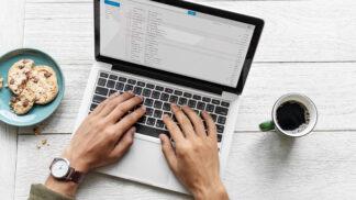 Jak jednoduše vyčistit klávesnici: Zapomeňte na vysavač, existuje lepší vychytávka