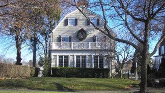 Záhada domu v Amityville: Rodinu terorizovaly levitující postele a sliz vytékající ze zdí