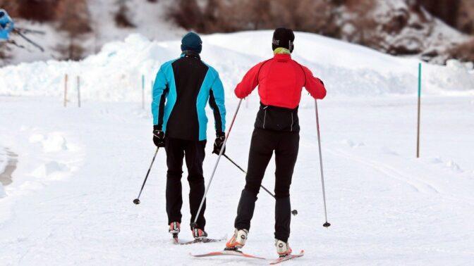 I když vleky nejezdí, můžete si užít ladovskou zimu na horách. Vyrazte na běžky.