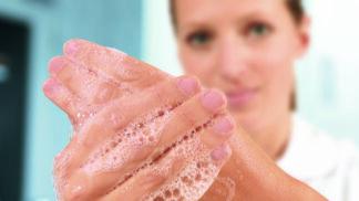 Mýdlo versus desinfekce? 5 otázek pro odborníka, které vás ohledně hygieny rukou zajímají