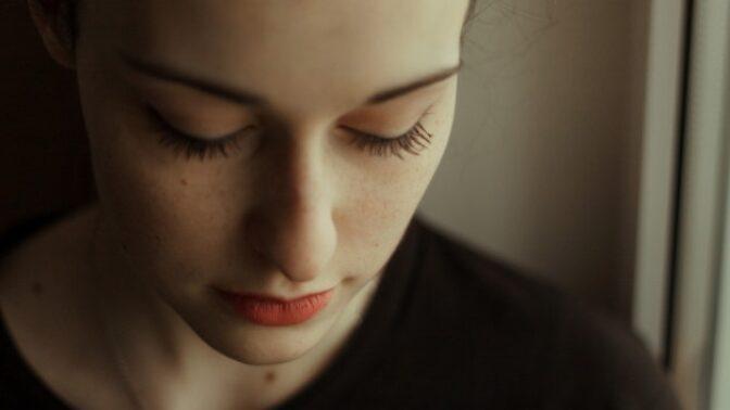 Ljuba (32): Duše mé maminky se chce rozloučit s mojí sestrou. Jenže ta na takové věci nevěří, a proto teď trpí