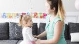 Alena (29): Manžela rozzuřilo, že jsem popřála dceři k narozeninám. Po oslavě udělal nečekanou věc
