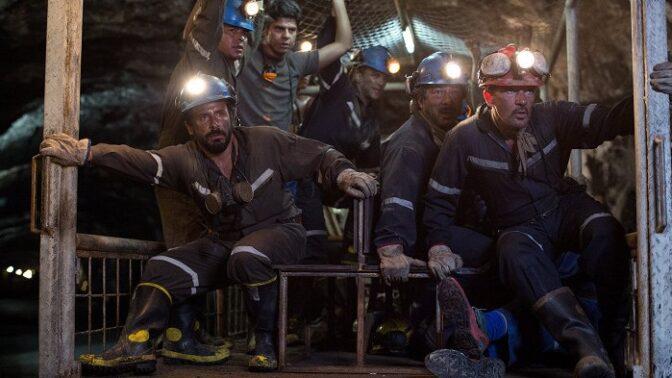 Skutečné pozadí filmu 33 životů: Dojemnou záchranu uvězněných horníků sledoval celý svět