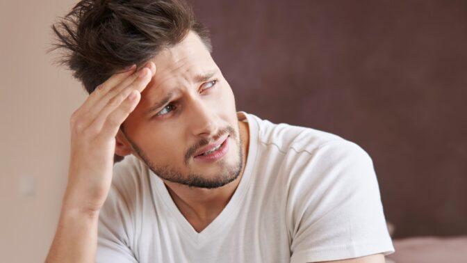 Radek (36): Zvykl jsem si, že má žena pořád mastné vlasy. Teď se změnila a já se bojím nejhoršího